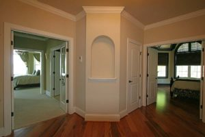 Hall connecting two bedrooms