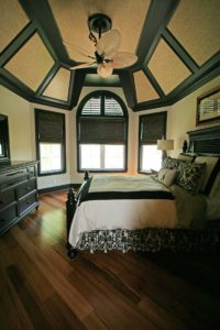 Bed in the center of the round bedroom